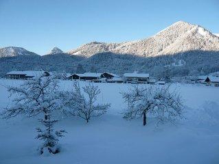 Ruhig gelegener Bauenhof mit Gartenidyll,  5  Minuten in die Berge und zum See