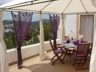 10 min to Ibiza, 5 min to the beach of Cala Llonga. For max. 5 persons