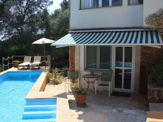Apartment with swimming pool, 6-minute walk to th