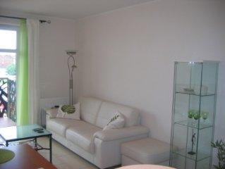 Modernes, voll ausgestattetes Apartment im Zentrum. Tiefgarage, Klima, Balkon.