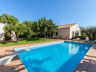 Private house with pool, garden, few minutes from