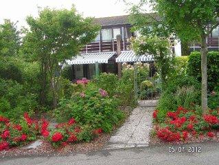 Haus 'Flower' mit dem parkahnlchen Garten und eigenem Parkplatz am Haus.
