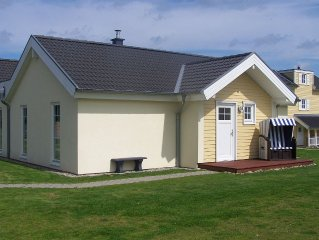 Contemporary High quality semi-detached bungalow 200 m to the beach