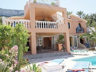 House m. Sea view and heated pool, 2-12 pers. wit