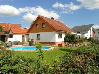 **** Ferienwohnung mit grossem Garten in ruhiger Ortsrandlage von Neufra