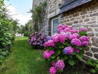 Typisch bretonisches Granithaus aus dem 18e Jh., mit schattigem Garten
