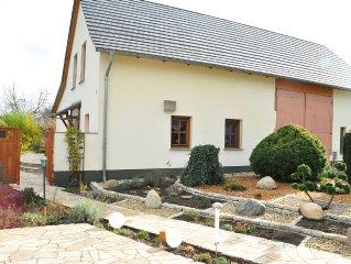 idylisches Landhaus mit luxuriöser Ausstattung, großem Garten und Spielplatz