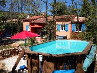 Zentr. Lage in der Provence, grosser eingezaunter Garten, Pool, 35 km zum Meer