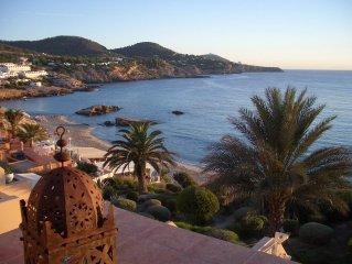Wunderschone moderne Feriewohnung in der Cala Tarida direkt am Strand