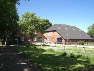 Apartment in idyllic location 5 km from the North Sea, with Hofcafe, Landpartie