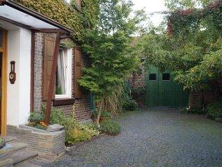 ** Idyllisches Bauernhaus in Koln Porz mit Rheinblick  *