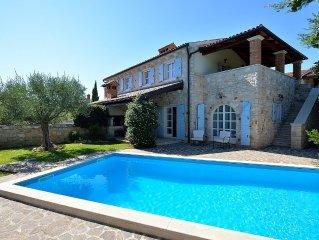 Elegantes Steinhaus mit Pool in einem ruhigen Dorf nahe Porec