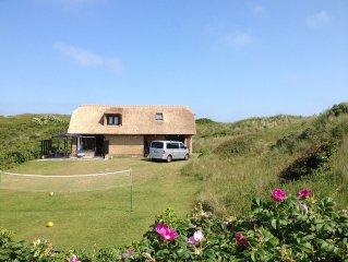 Idyllisches reetgedecktes Ferienhaus in unmittelbarer Nahe zum Strand