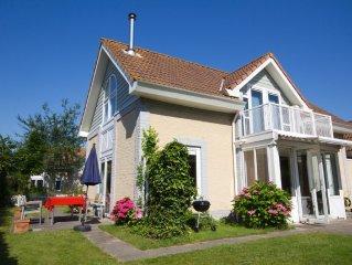 Freistehende Ferienvilla direkt am Nordseestrand De Banjaard