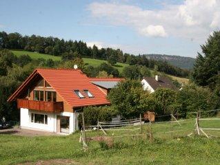 Freistehendes, ruhig gelegenes 4 Sterne Ferienhaus mit 2 grossen Wohnungen