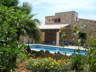 Holiday house with pool, near to the sea in Santa