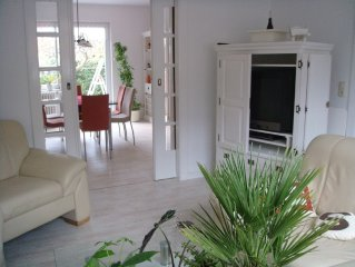 120 sqm wellness Charming House, Garden, Jacuzzi, centrally located and quiet