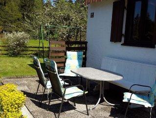 ruhiges, aber zentral gelegenes Ferienhaus am Ortsrand, Schloss/Stadt/Seenahe