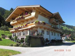 Große geräumige 65m²Ferienwohnung mit Blick auf die Zillertaler Alpen