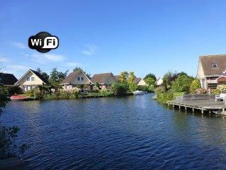 **Ferienhaus IJsselmeer**, liebevoll eingerichtet mit Garten u. Bootssteg. WLAN!