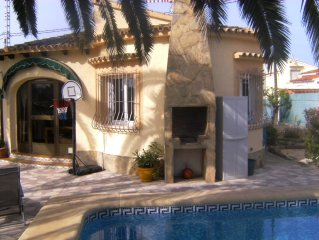 Villa Caronico, lovely cottage, private pool, central heating