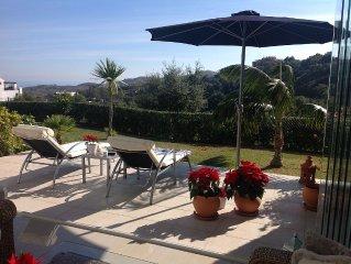 TOP Luxuswohnung in den Hugeln von Marbella Elviria mit Meerblick