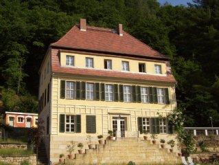 Villa/Landschlosschen, exklusives Ambiente, direkt an Elbe und am Elberadweg