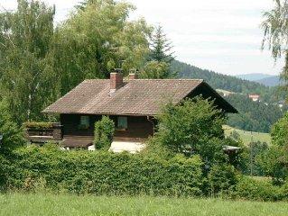 Geräumiges Komfort-Einfamilienhaus mit weitem Blick auf den Arber.