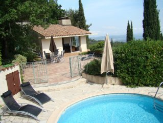 Holiday villa, with swimming-pool and a stunning view over Cannes Bay – Sleeps 6
