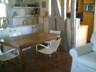 Appartement typique charme parisien dans quartier historique calme