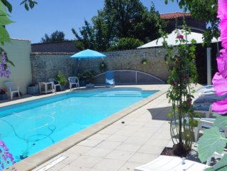 Charming 8-room house with character with gardens and covered pool