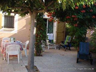 villa 6 pers dans residence familiale securisee, garage , piscine, mer a 300m