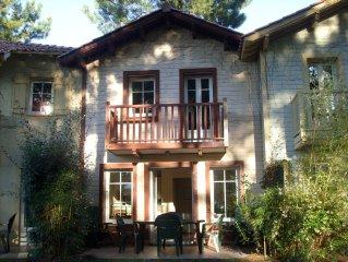 Location maison dans résidence de vacances réputée coeur pinède bordure golf .