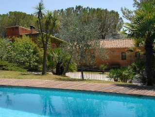 Grande maison de charme en pierres, terrain 1 ha grands arbres fleurs, piscine