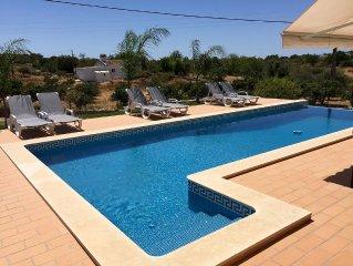magnifique villa contemporaine neuve avec superbe piscine à débordement
