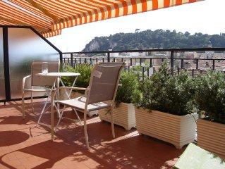 Studio a 200m du Port, climatise, vue panoramique de la terrasse au 8e etage....