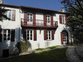Belle maison basque standing; Baie de Saint Jean de Luz plage à pied 4 mn réel