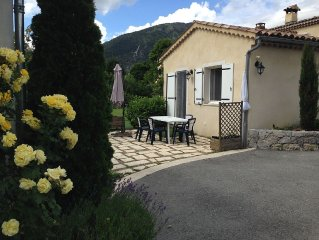 CHARMING STUDIO CASTELLANE 500m from the site