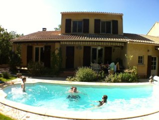 villa with private pool and garden in village 5 km from Avignon