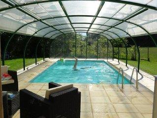 Maison en pierre avec piscine privee couverte,chauffee et sauna