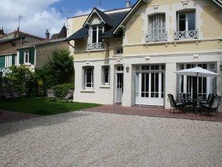 Charmante villa  du triangle d'or de Deauville (centre ville et plage).