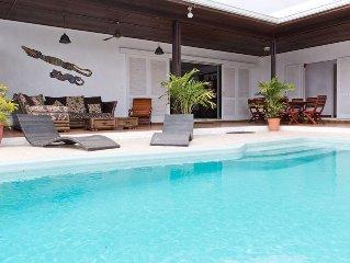Grande villa en bord de mer avec piscine sur le lagon de l'hermitage les bains