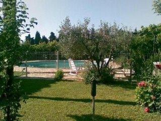Charmante maison de vigneron au milieu d'un jardin paradisiaque à Violés 84