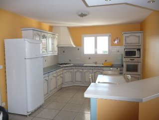 House 6 people quiet with parking, garden, air conditioning, garden, WIFI