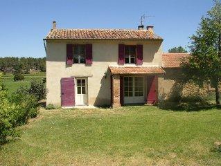 Gite sur propriete de 35ha dans le luberon a 25km d'Aix en Provence