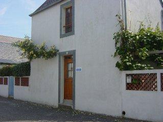 A Concarneau proche de la Ville Close et de la mer ,petite maison avec jardin