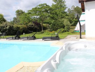 Pool- Jacuzzi-vélos- 7 km from the ocean -2400 m²
