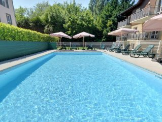 Comfortable apartment on the golf, with swimming pool.