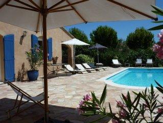 Jolie maison provencale avec piscine  proche d'Avignon et du parc SPLASH WORLD