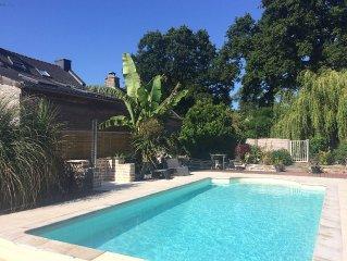 Maison de pays  piscine chauffée à 15 mn du Golfe du Morbihan